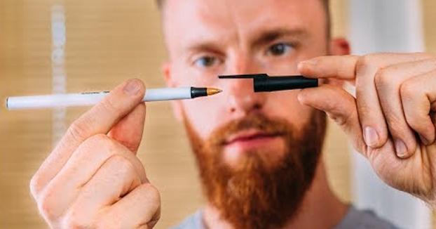 No pierdas de vista el bolígrafo y el capuchón de este mago