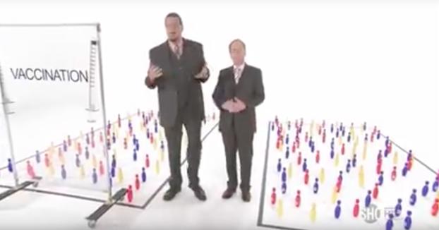 Estos dos tíos demuestran fácilmente la diferencia entre población vacunada y sin vacunar