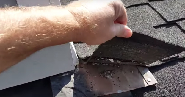 Paga una pasta por renovar el tejado de su casa y descubre la chapuza que le han hecho