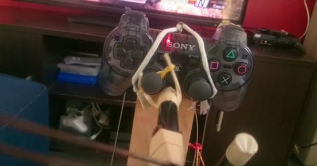 Este tío se ha creado un control ultra casero de volante y pedales para su PlayStation