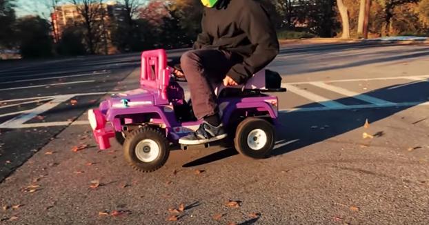 Transforman el Jeep de la Barbie en un kart de 250cc