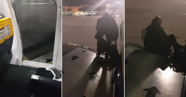 Cansado de esperar, un pasajero de un avión de Ryanair en Málaga intenta bajarse por el ala