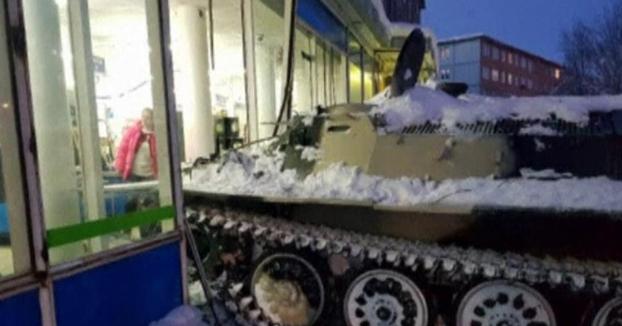 Un ruso realiza un alunizaje con un tanque para robar una botella de vino