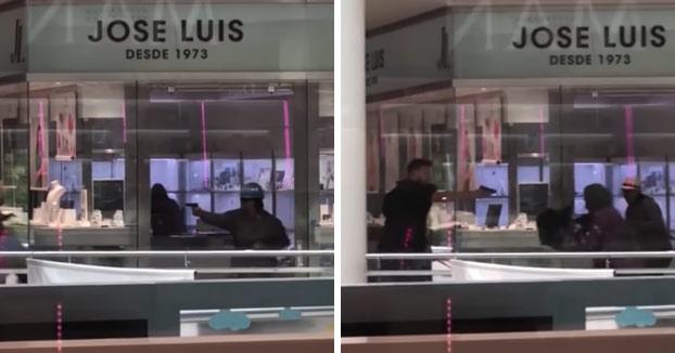 9045f6644db2 Atraco a punta de pistola en la joyería Jose Luis de un centro comercial de  Castelldefels