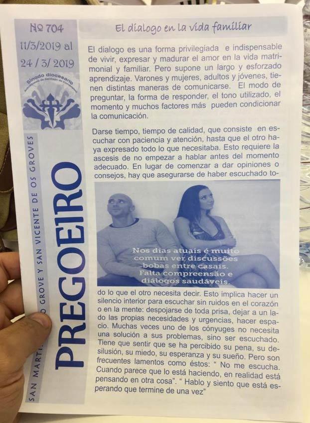 Un cura de O Grove publica una foto de dos actores porno en la hoja parroquial sobre el diálogo en la familia
