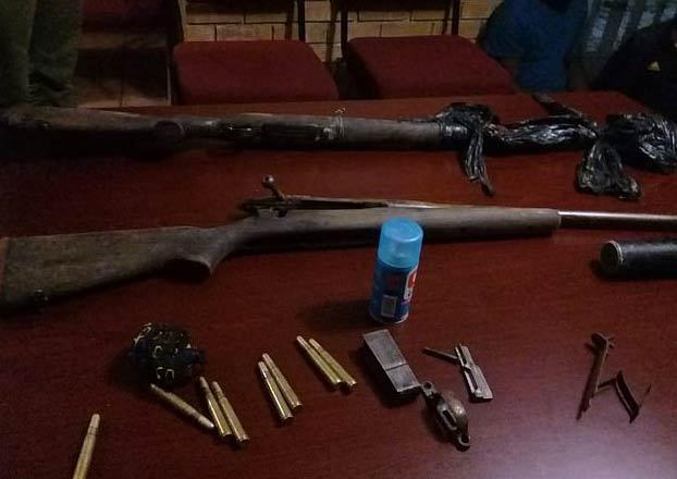 La policía publica una imagen de lo que quedó del cazador furtivo que fue pisoteado por un elefante y devorado por leones