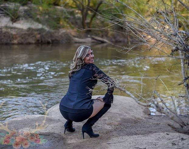Celebra en una sesión de fotos que por fin está divorciada