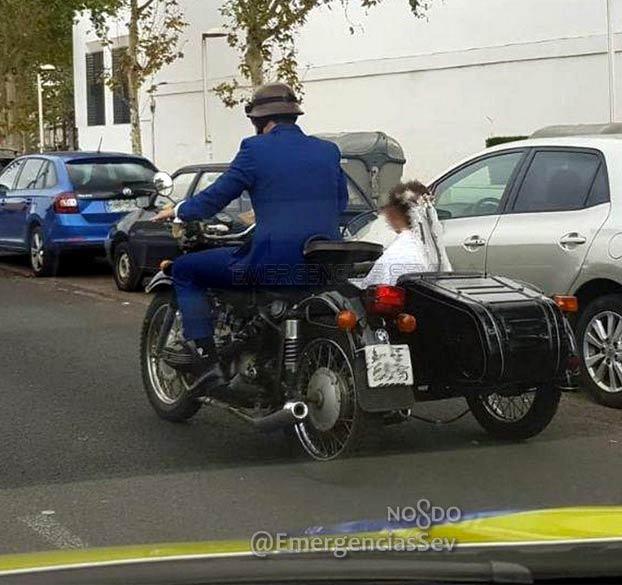 Multan a una pareja en Sevilla por ir a su boda con la ITV de la motocicleta caducada