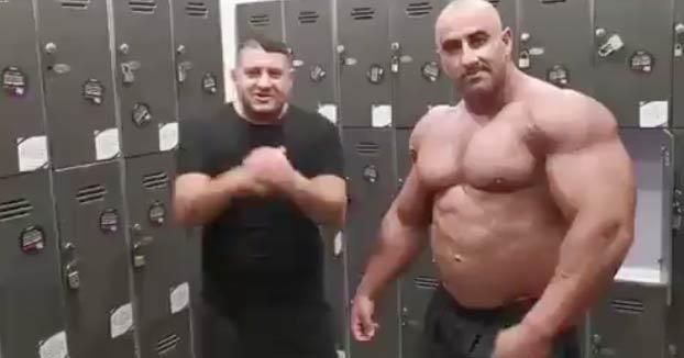 Tendrás muchos músculos, pero hay algo que no puedes hacer...