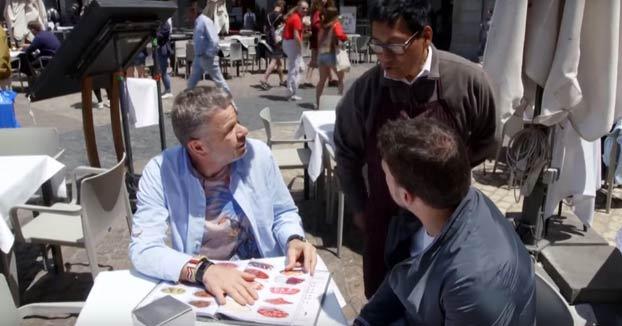 Un restaurante de la Plaza Mayor de Madrid se niega a dar de comer a Chicote