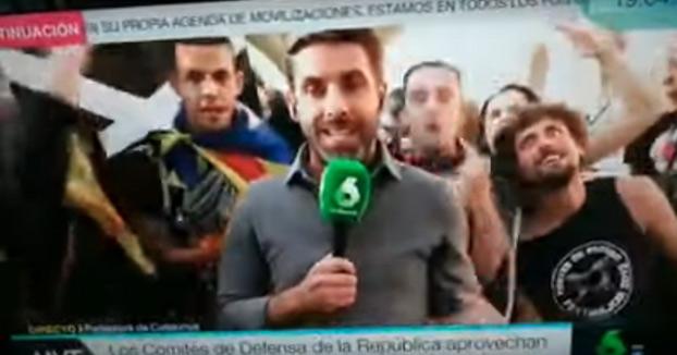Pillada al reportero José Yélamo de La Sexta preparando un escrache a sí mismo en la Diada