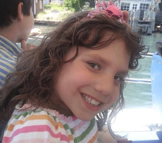 La enana ucraniana no era adulta ni psicópata: los padres adoptivos mintieron para deshacerse de ella